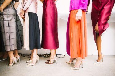 ドレスコードのカジュアルは、女性ならこのスタイルで決まり!?