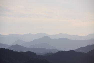 「山滴る」は季語?郭熙の「山水訓」が語源で、時期と意味は・・・